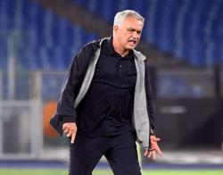 Soccer-Leading Roma in derby against Lazio is a privilege - Mourinho