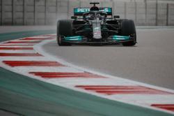 Motor racing-Hamilton denies feeling the pressure after pitlane slip