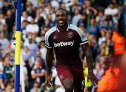 Soccer-Moyes praises clinical Antonio as West Ham show resolve