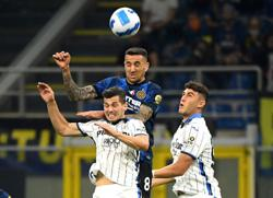 Soccer-Inter and Atalanta share spoils in San Siro thriller