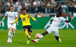 Soccer-Without Haaland, 10-man Dortmund slump to 1-0 loss at Gladbach