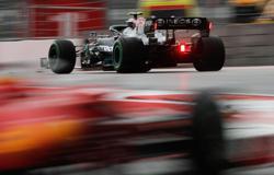 Motor racing-Bottas to start 16th in Sochi after engine change