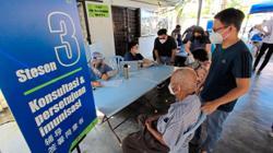 100 Taman Desa folk get jab via mobile programme