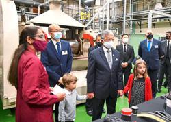 Queen visits Victoria and Albert Museum