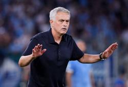Soccer-Mourinho blasts referee and VAR after Roma lose derby to Lazio