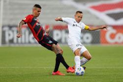 Soccer-Athletico overrun lacklustre Gremio 4-2 in Brazil