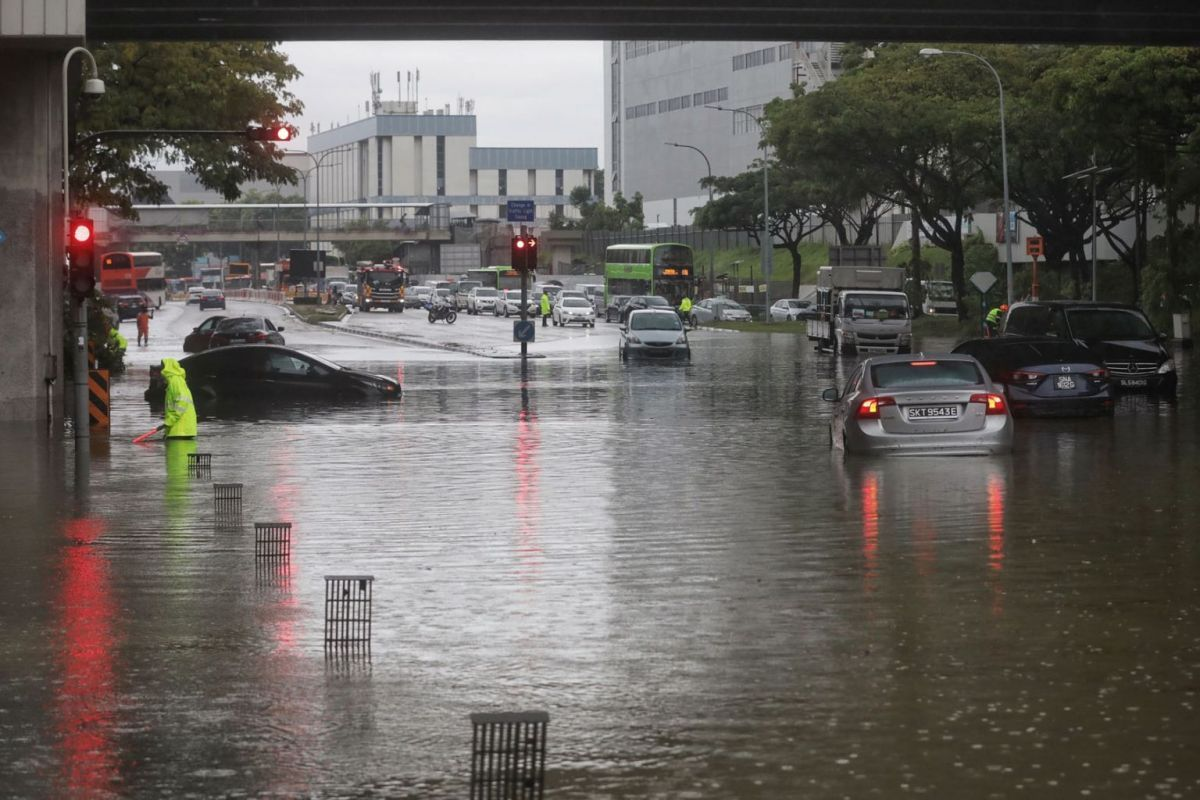 Flash flood caused by heavy morning rain in Singapore in August 2021. — The Straits Times/ANN