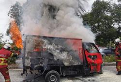 Lorry driver burnt to death after vehicle hits road divider, tree in JB