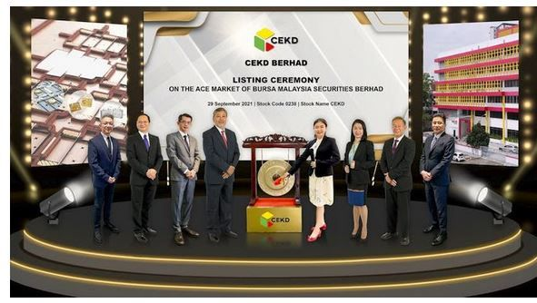 From left to right: Among those present were Gary Ting, head of corporate finance, M&A Securities Sdn Bhd; Chong Chin Look, independent non-executive director, CEKD; Datuk Mak Foo Wei, independent non-Executive director, CEKD; Datuk Zulkifli Adnan, Chairman, CEKD; Yap Kai Ning, managing director, CEKD; Yap Kai Min, chief operations officer, CEKD; Yap Tian Tion, deputy executive chairman, CEKD; Datuk Bill Tan, managing director of corporate finance, M&A Securities Sdn Bhd.