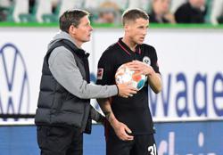 Soccer-Frankfurt desperately seeking a win but mighty Bayern await