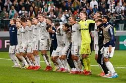 Soccer-Legia sink Leicester, Spartak upset Napoli in thriller