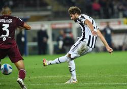 Soccer-Late Locatelli strike hands Juventus win over Torino in Turin derby