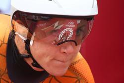 Cycling-Van Vleuten breaks pubic bone in Paris-Roubaix crash