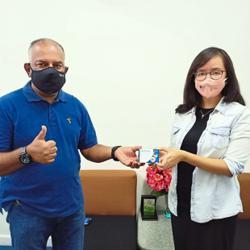 Subang Jaya residents receive 100 oximeters