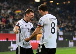 Soccer-Late Mueller goal earns 2-1 comeback win for Germany over Romania