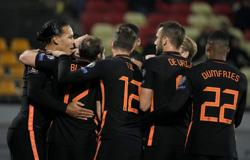 Soccer-Netherlands win away in Latvia to stay ahead in World Cup qualifying group