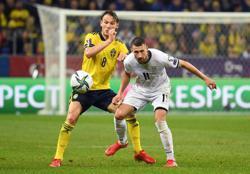 Soccer-Isak nets wonder strike as Sweden crush Kosovo 3-0