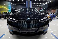 BMW missing out on Chinas karaoke fans exposes digital car gap
