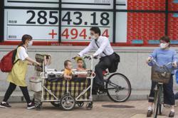 Asian shares mostly higher despite lingering energy worries