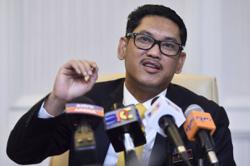 Ahmad Faizal denies marrying Erra Fazira