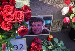 Russian nationalists ransack slain Kremlin critic's memorial to protest U.S. visit