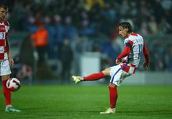 Soccer-Croatia lose ground after 2-2 draw with Slovakia