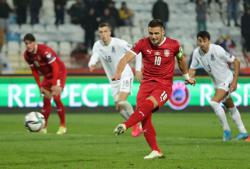 Soccer-Vlahovic double helps Serbia stay ahead of Portugal