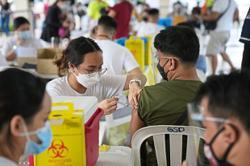 Govt backs booster shots for health staff