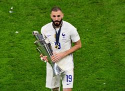 Soccer-Benzema keen to play with Mbappe at Real Madrid