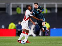 Soccer-Peru miss penalty in 1-0 loss to Argentina