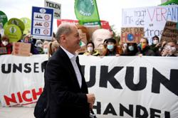 Parties exploring next German coalition enjoy majority support -poll