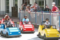 Visitors make beeline to theme parks