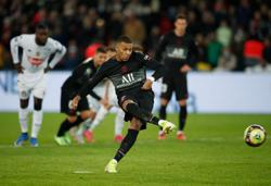 Soccer-Mbappe ends PSG scoring drought in Angers win