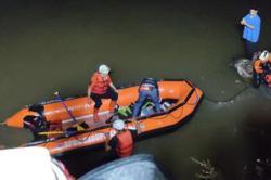 11 Indonesian scouts die in river trek