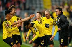Soccer-Haaland scores twice on return to send Dortmund top of Bundesliga