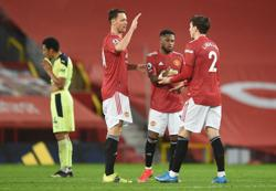 Soccer-Man United can bounce back from adversity, says Matic