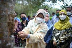 Ministry to study proposal to increase scrap rubber floor price, says Zuraida