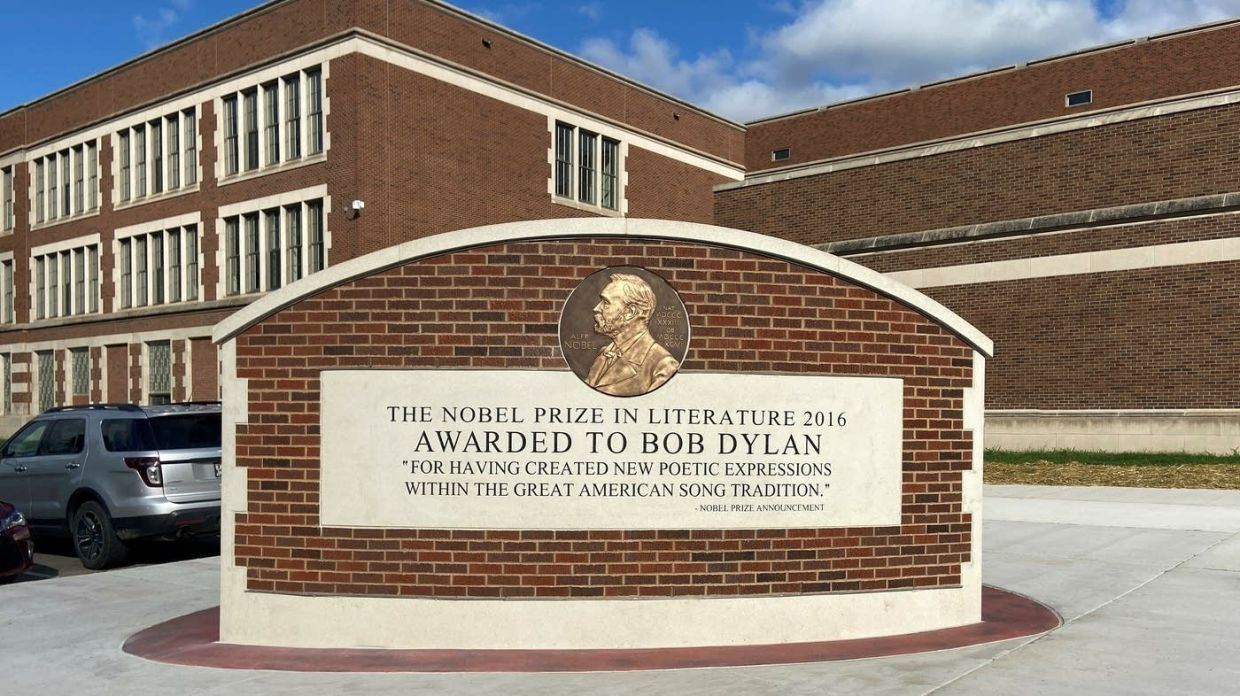 A new public art tribute is on display, located outside of Hibbing High School, where Bob Dylan graduated in 1959. Photo: Hibbing Dylan Project