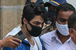 Bollywood actor Shah Rukh Khan pays for sons jail canteen expenses