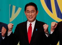 Analysis-Echoing the opposition, Japan's Kishida woos voters with Abenomics critique
