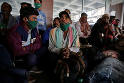Thousands of migrant workers in Kashmir moved to secure locations, hundreds flee