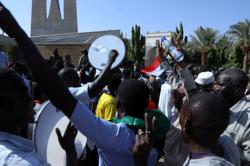 Sit-in calling for Sudanese government dissolution grows into thousands