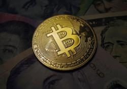 First U.S. futures-based bitcoin ETF begins trading, bitcoin nears record