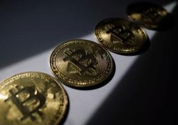 Analysis-Bitcoin futures highlight some pitfalls for new ETFs
