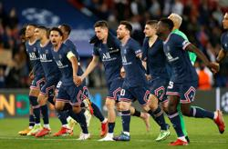 Soccer-PSG still searching for their collective stride