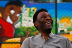Ailing Brazilian soccer great Pele says he is getting 'closer to the goal'