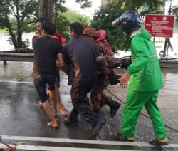 Fireman passes out while trying to save flood victim in Melaka