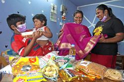Single mums get early Deepavali joy