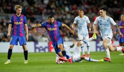 Soccer - Pique keeps Barcelona hopes alive in Champions League