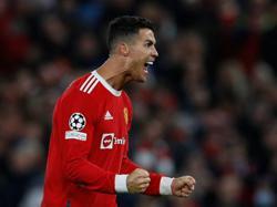 Soccer-Ronaldo header seals United comeback win over Atalanta